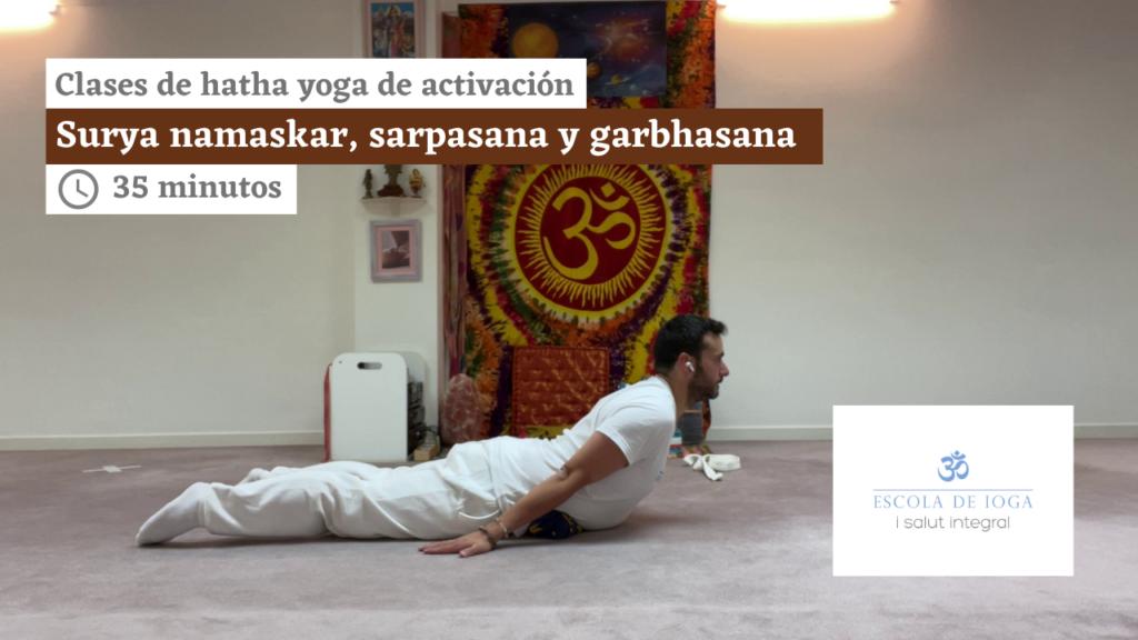 Hatha yoga de activación: surya namaskar, sarpasana y garbhasana