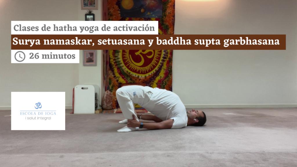Hatha yoga de activación: surya namaskar, setuasana y baddha supta garbhasana